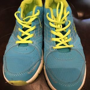 EUC women sneakers